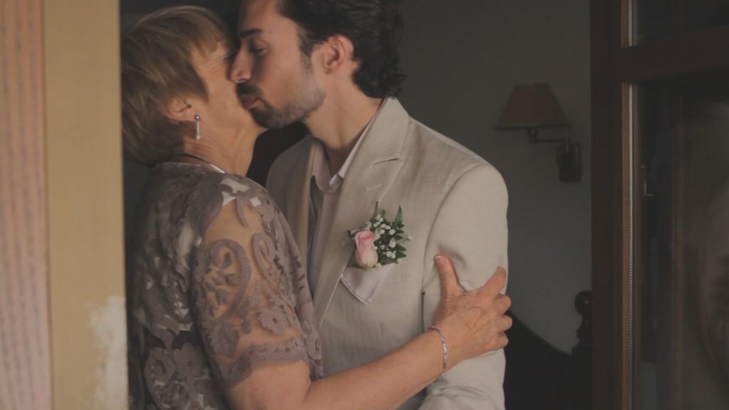 Noel con su madre vídeo de boda de Vanessa y Noel
