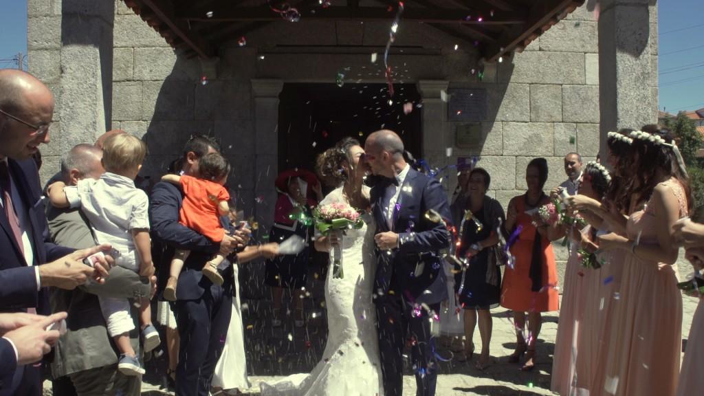 Salida iglesia vídeo de boda de Emilie y Nelson