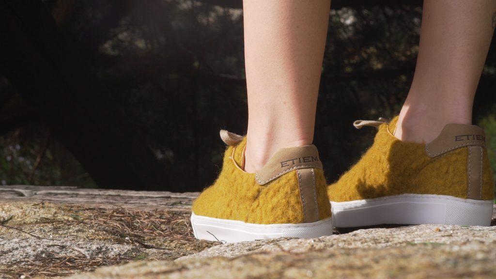 Zapatillas en el vídeo de Etiem Otoño Invierno 2017